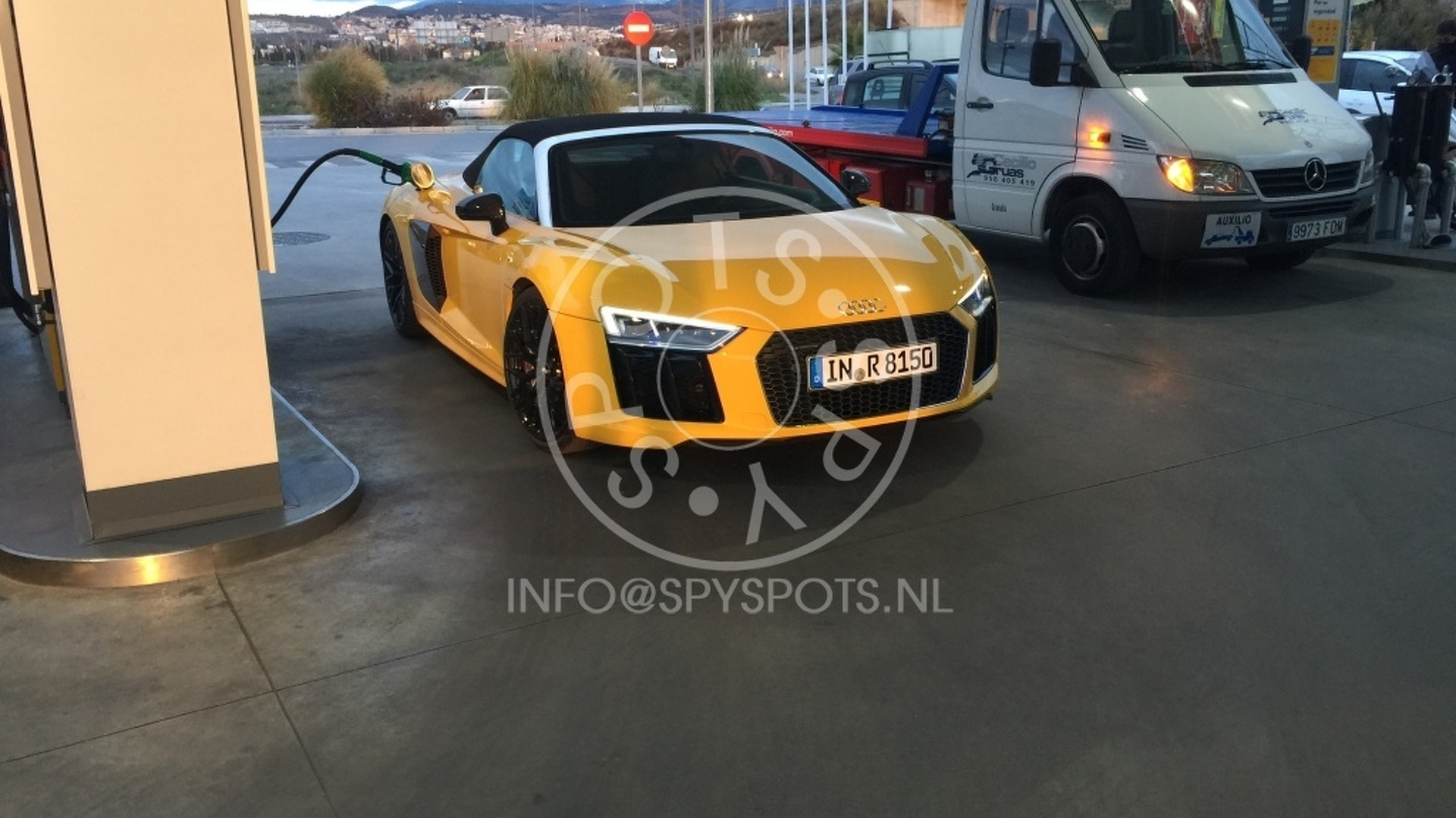 Audi R8 Spyder, TT RS spied up close without camo