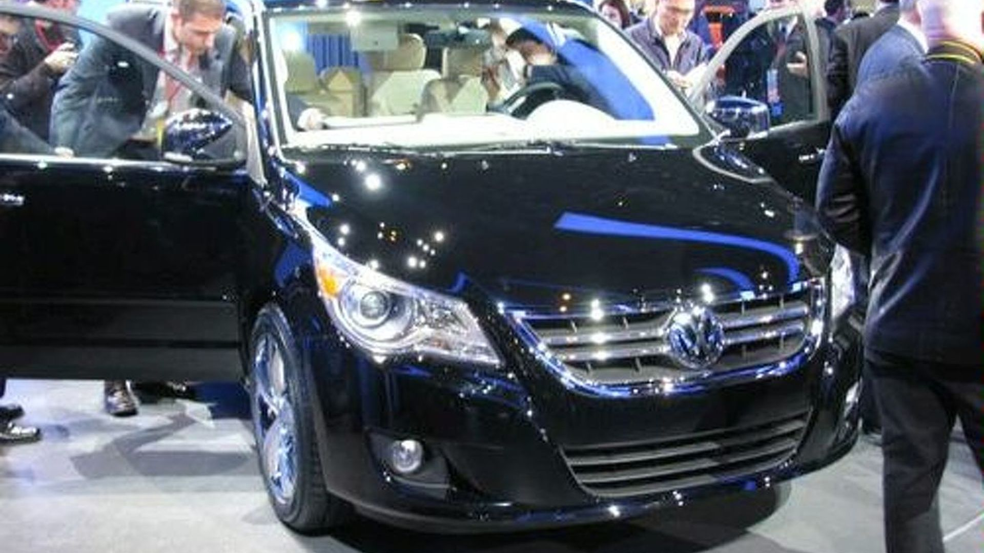 Volkswagen Routan Unveiled at Chicago Auto Show