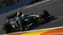Tired Kovalainen drove to Valencia while F1 world slept