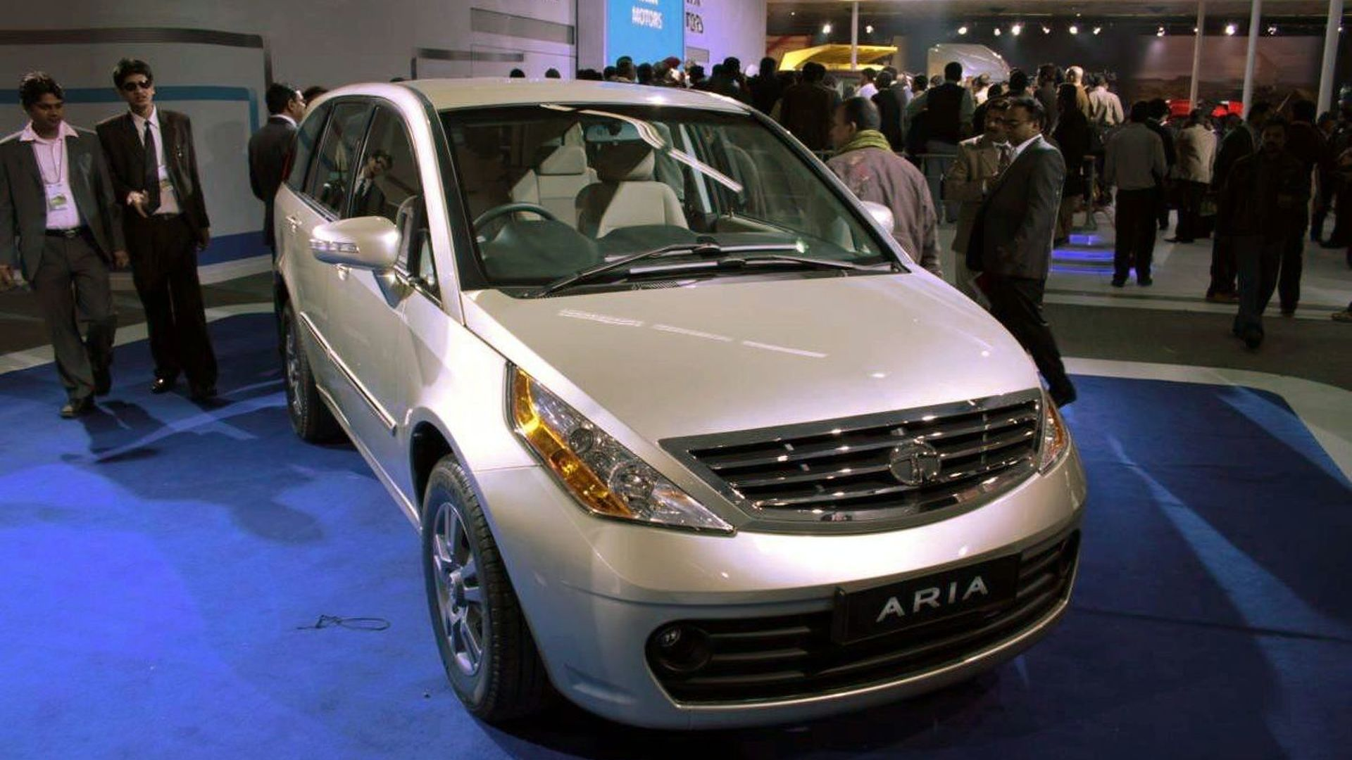 2011 Tata Aria Crossover Debut at New Delhi Auto Expo
