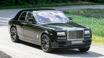 Rolls-Royce Cullinan crossover mule spied