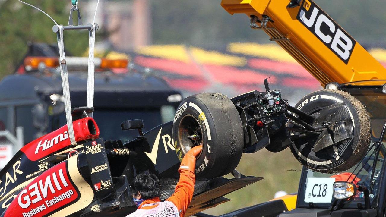 Lotus E21 of Kimi Raikkonen after crash in first practice 04.10.2013 Korean Grand Prix