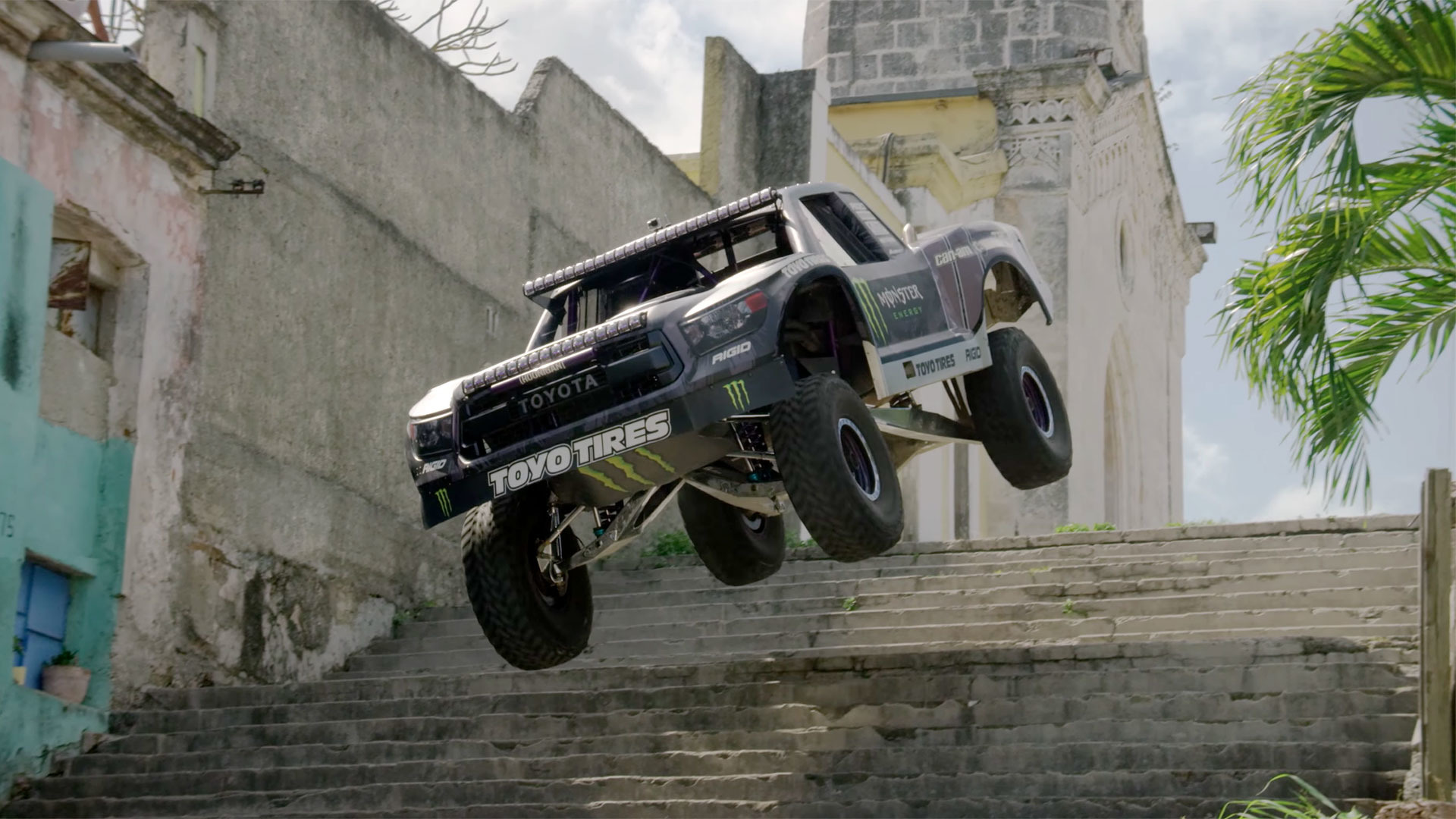 Monster Truck Tires >> Watch BJ Baldwin's Trophy Truck Storm Through Havana