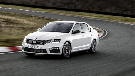 2017 Skoda Octavia RS facelift extensively detailed in 22-minute clip