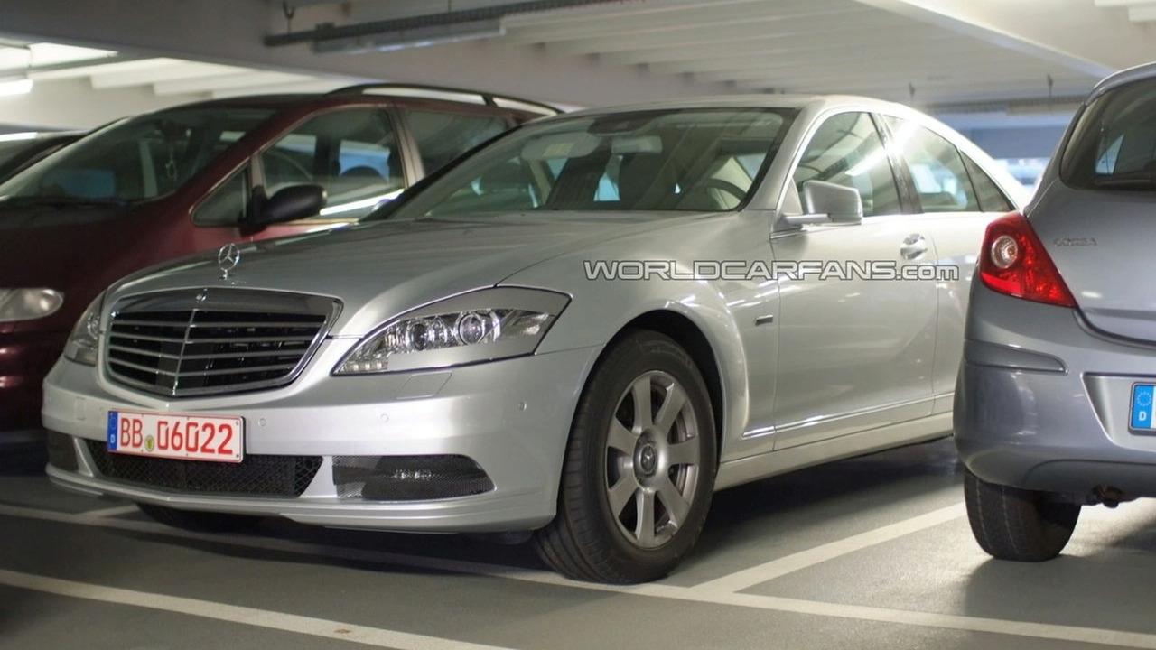 2010 Mercedes-Benz S400 Bluehybrid facelift spy photo