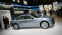 BMW ActiveHybrid 7 Series & Active Hybrid X6 World Debuts [video]