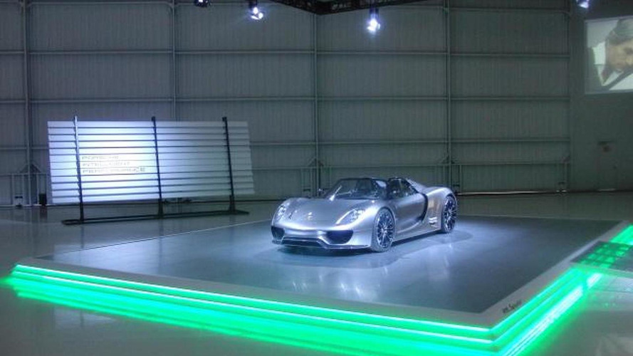 Porsche 918 Spyder Hybrid drives - first real video
