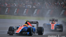 Rio Haryanto, Manor Racing MRT05 leads team mate Pascal Wehrlein, Manor Racing MRT05
