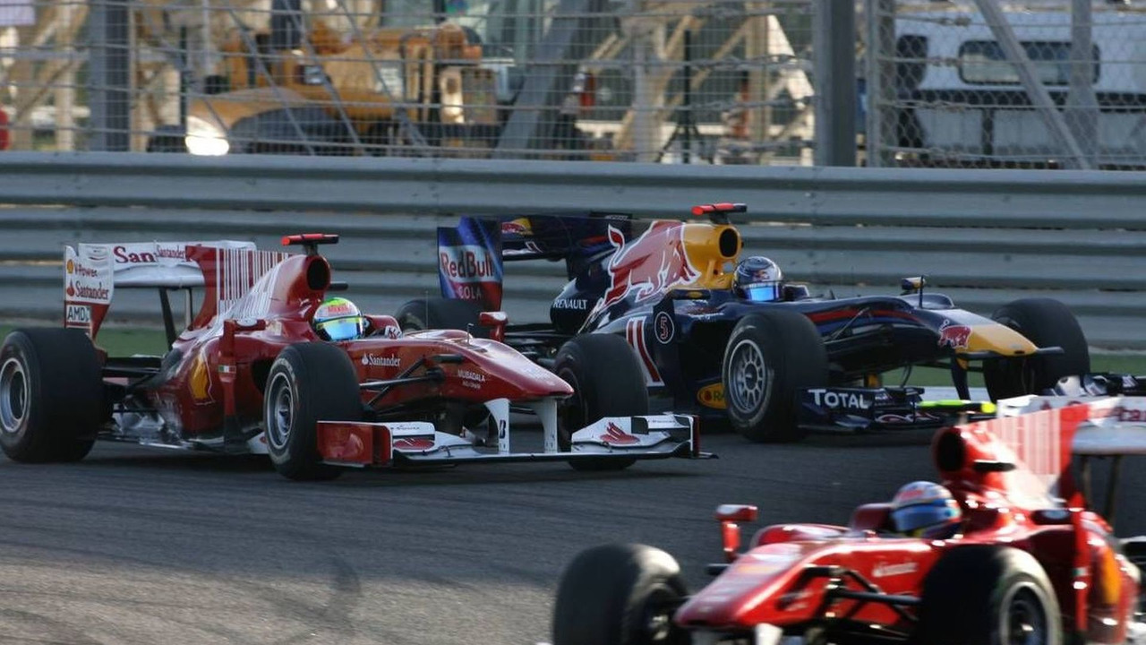 Fernando Alonso (ESP), Felipe Massa (BRA), pass Sebastian Vettel (GER), Bahrain Grand Prix, 14.03.2010 Sakhir, Bahrain
