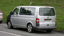 VW T5 Multivan Facelift First Spy Photos