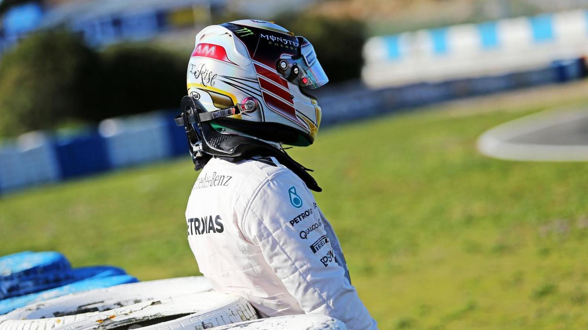 Wolff wants new Hamilton deal before Melbourne