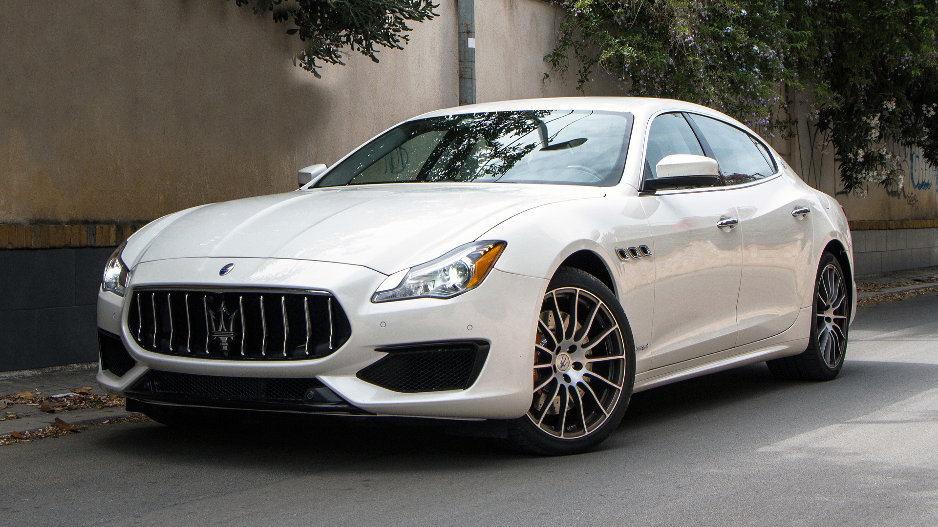first drive 2017 maserati quattroporte. Black Bedroom Furniture Sets. Home Design Ideas