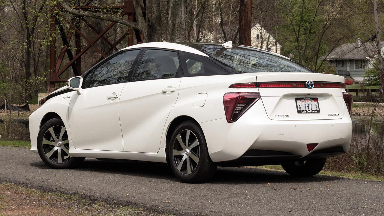2017 Toyota Mirai: Review