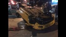 Fiat Stilo capota em Belo Horizonte após perder roda traseira
