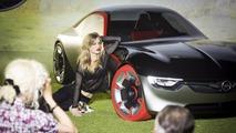 Grumpy Cat and Georgia May Jagger behind the scenes at 2017 Opel calendar shoot