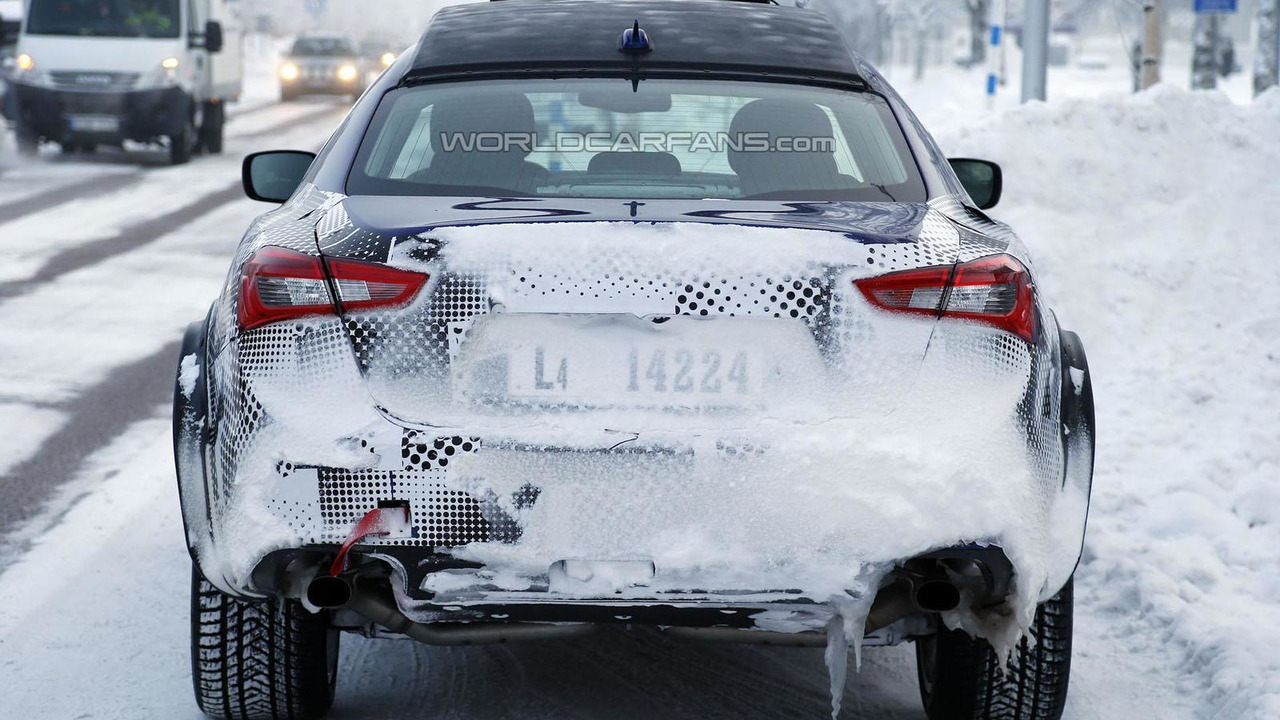 Maserati Levante Mule spy photo
