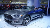 2015 Ford Mustang Convertible live at 2014 NAIAS