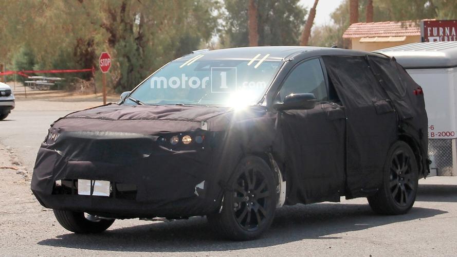 Acura spied testing third-gen RDX crossover