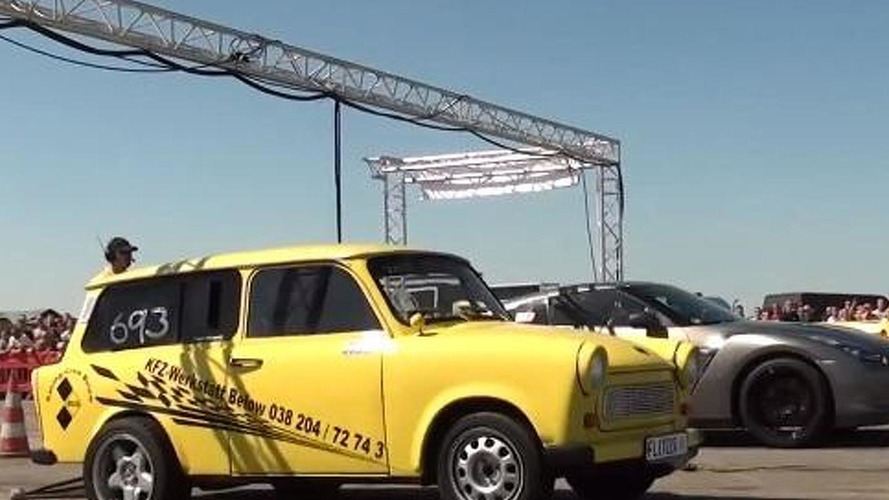 Nissan GT-R R35 vs. Trabant 3.0 Turbo in a 1/4 mile battle [video]