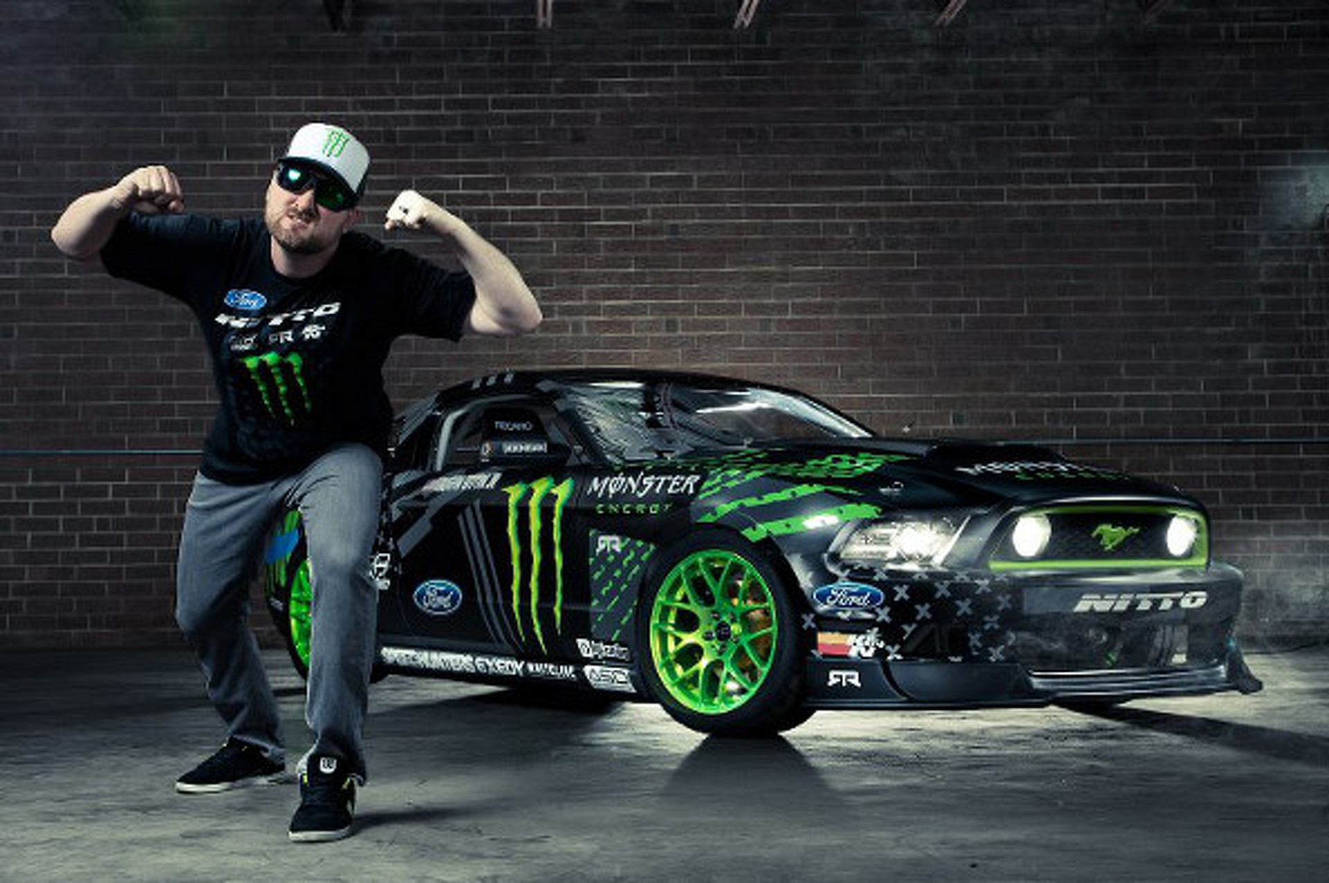 Video: The King of Drift Hoons the 2014 Ford Mustang RTR