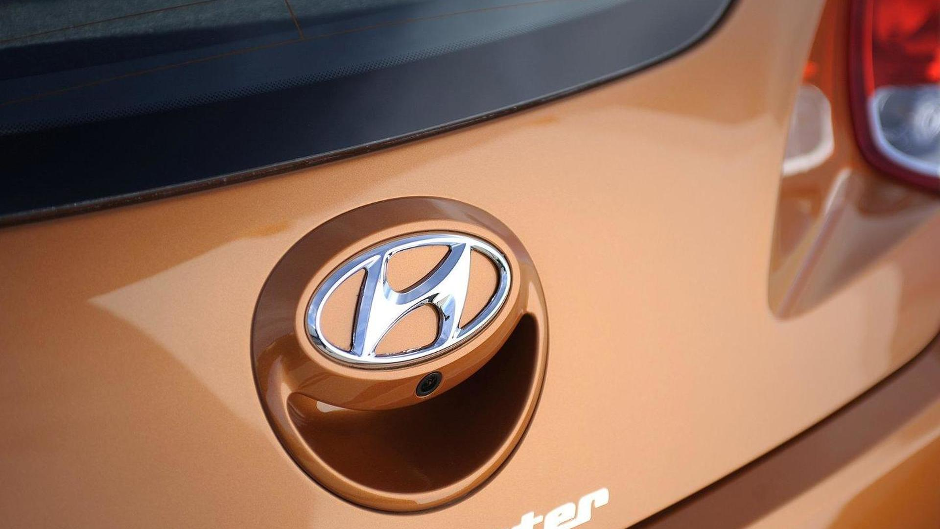 2012 Hyundai Veloster three-door coupe revealed in Detroit [video]