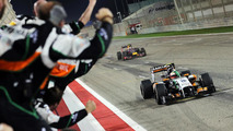 'Boring' F1 hits back with Bahrain bonanza