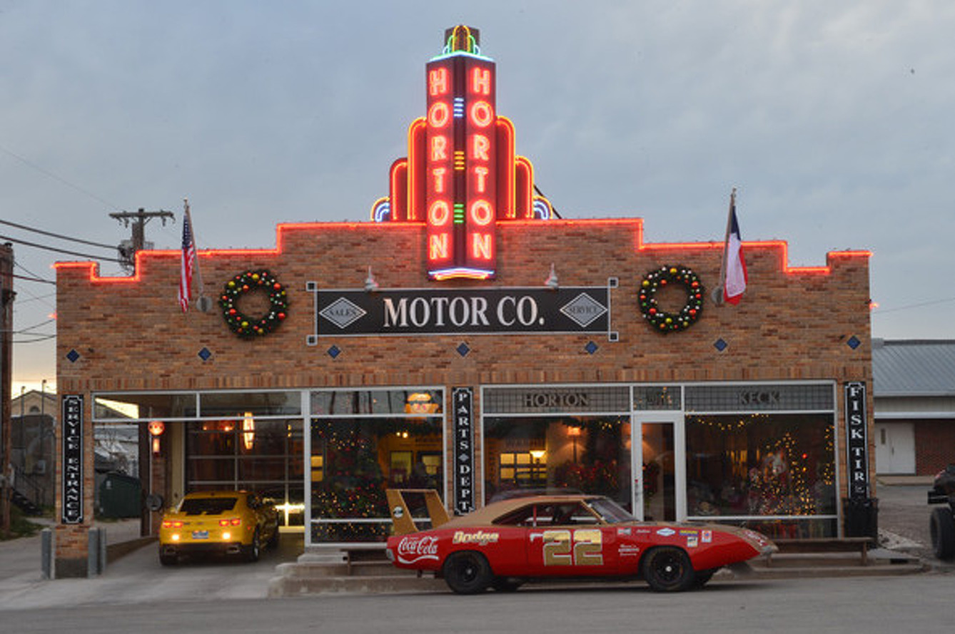 Hooniverse Digs Up a Classic Car Mecca