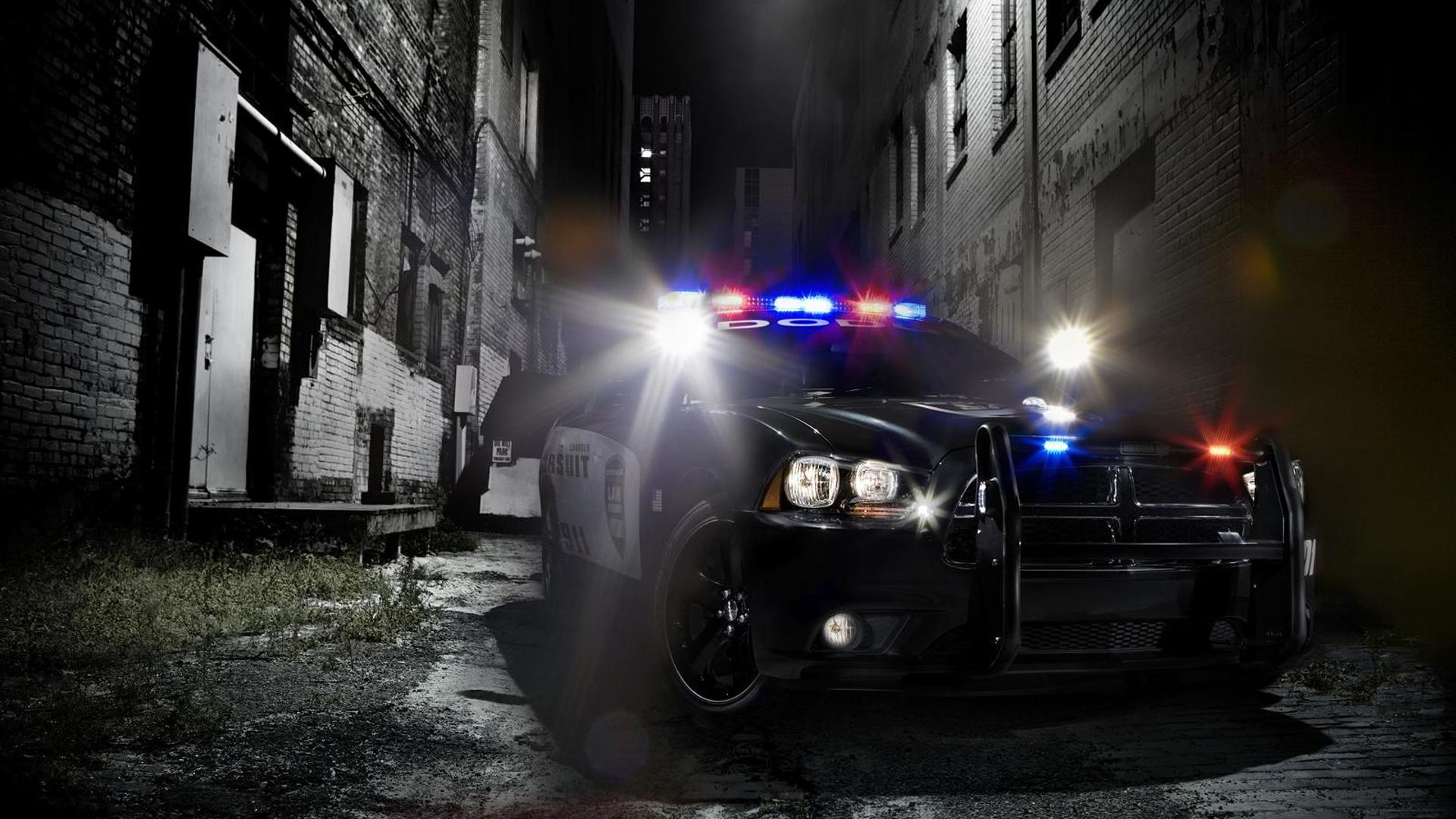 2011 Dodge Charger Pursuit car leaks from Police Fleet Expo [video]