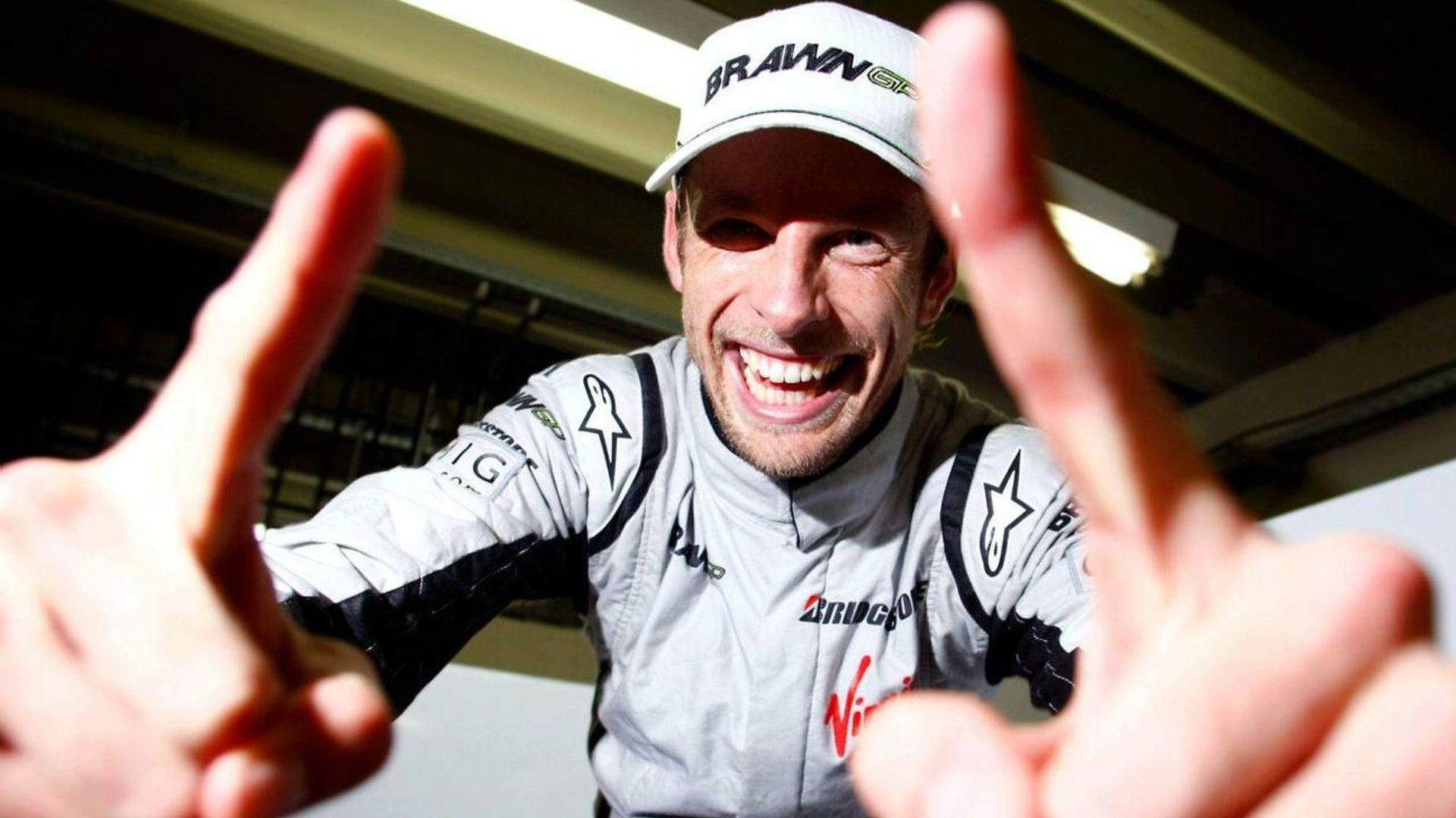 Lauda defends Button amid more criticism