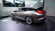 Honda Civic Tourer concept live in Geneva 05.3.2013