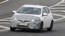 Toyota Auris facelift spy photo