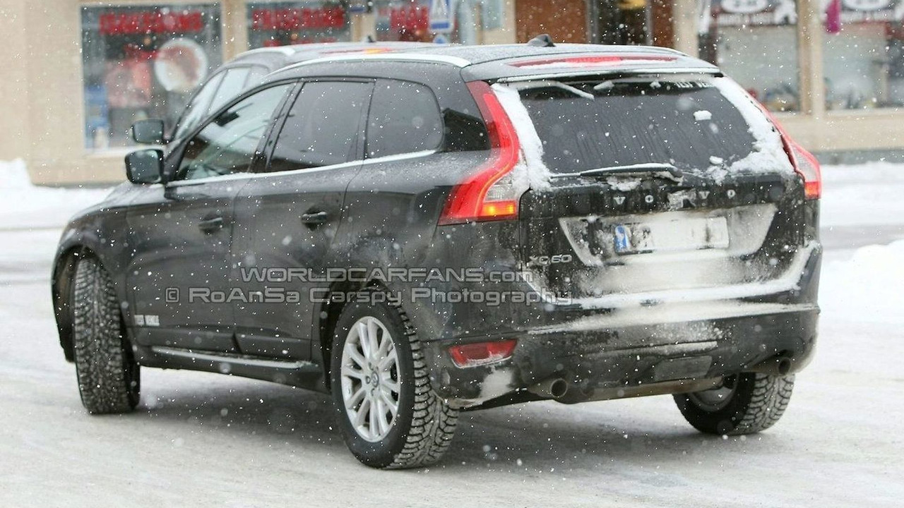 Volvo XC 60 Spied with Silver Two-Tone Body