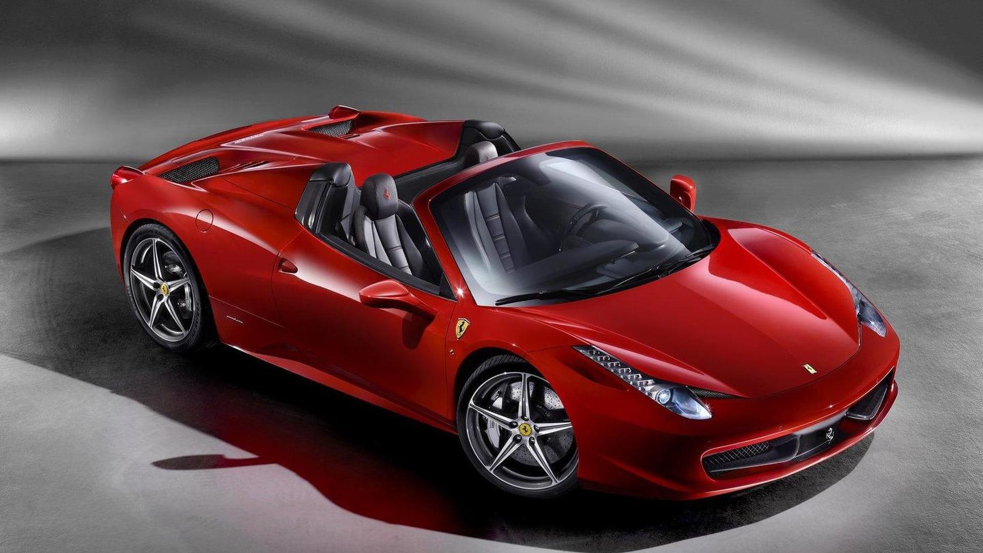 Ferrari 458 Spider live debut in Maranello [video]
