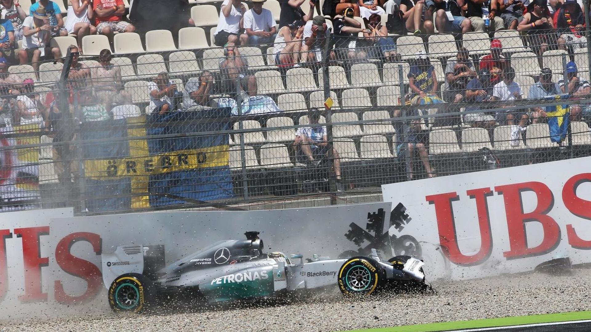 Mercedes points at disc supplier as Hamilton crashes