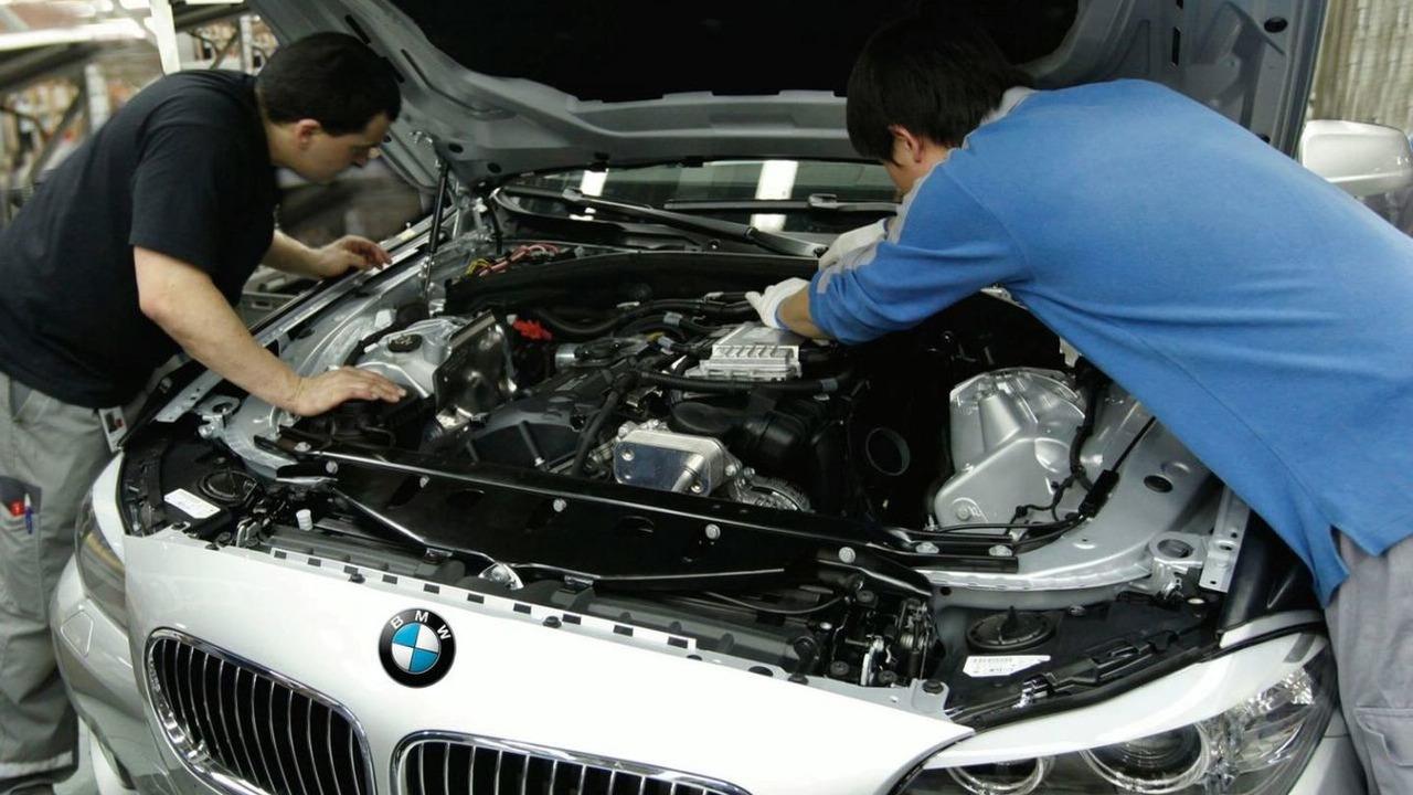 2011 BMW 5 Series sedan long wheelbase production, Shenyang Plant, Liaoning, China 31.03.2010