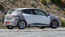 2017 Renault Clio facelift spy photo