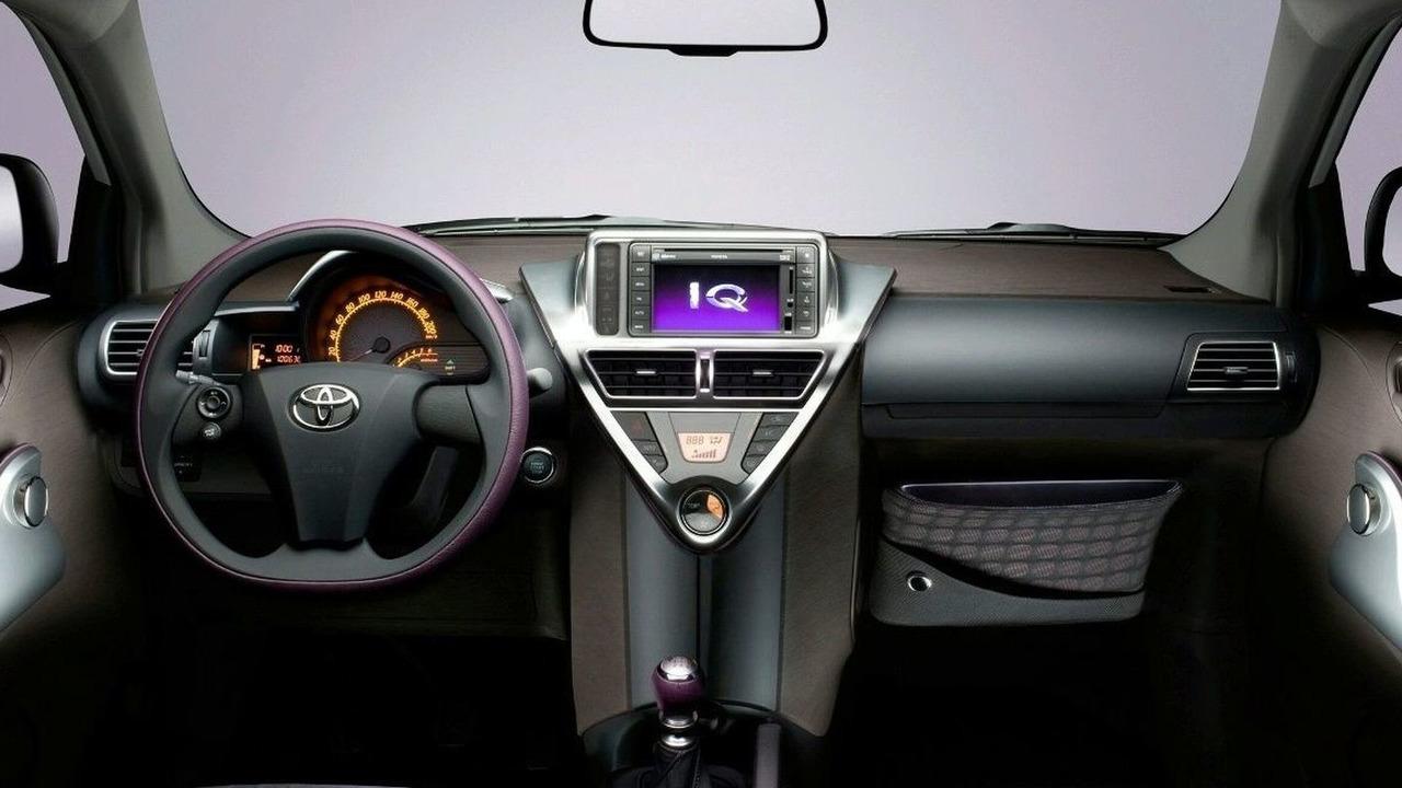 Toyota iQ dashboard