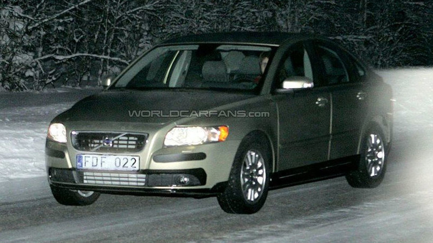 SPY PHOTOS: Volvo S40 Facelift