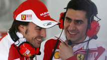 Alonso arrives at Valencia test
