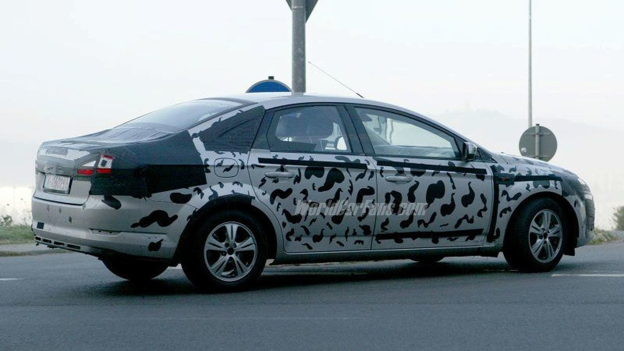 SPY PHOTOS: Newt Mondeo Sedan