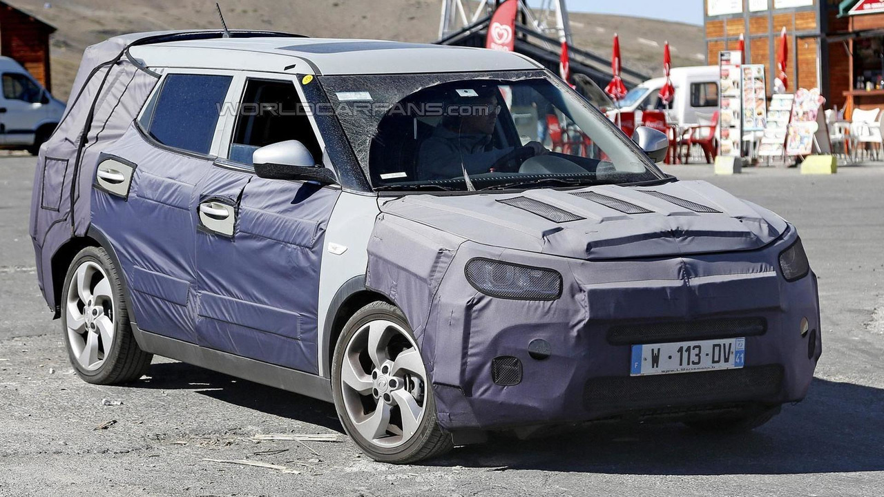 2016 SsangYong Tivoli seven-seat spy photo