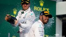 Podium: winner Nico Rosberg, Mercedes AMG F1 Team, second place Lewis Hamilton, Mercedes AMG F1 Team celebrate with champagne