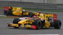 Robert Kubica (POL), Renault F1 Team leads Vitaly Petrov (RUS), Chinese Grand Prix, 18.04.2010 Shanghai, China