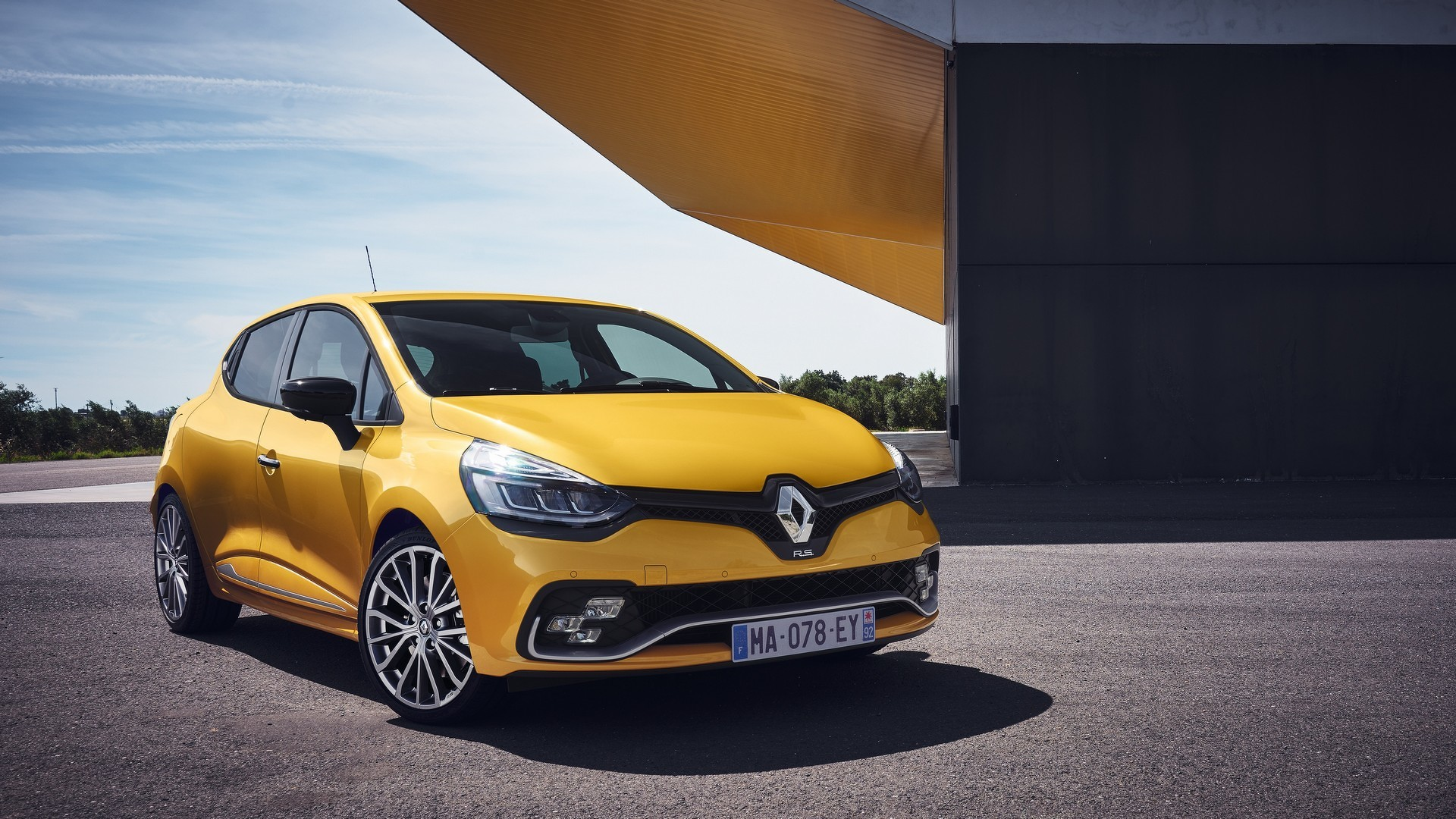 Renault Clio RS refreshed and updated with 220 hp in Trophy guise