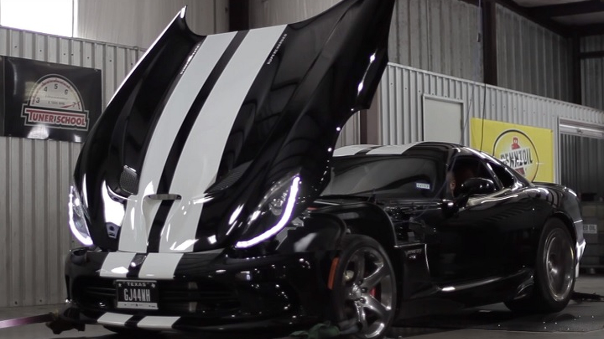 Hennessey Let Its 800-HP Dodge Viper Loose on the Dyno