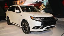 2017 Mitsubishi Outlander PHEV plugs into New York
