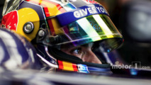 Sainz to stay at Toro Rosso as Red Bull takes up option