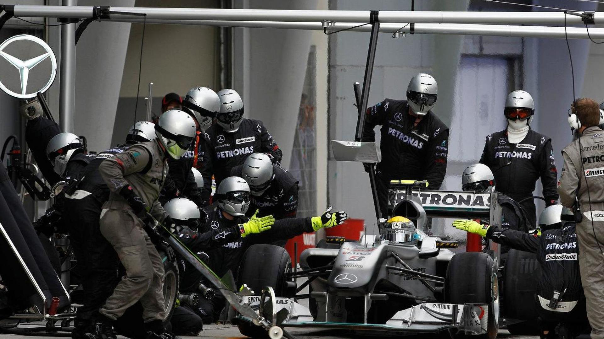 Mercedes crew winning 2010 pitstop speed race