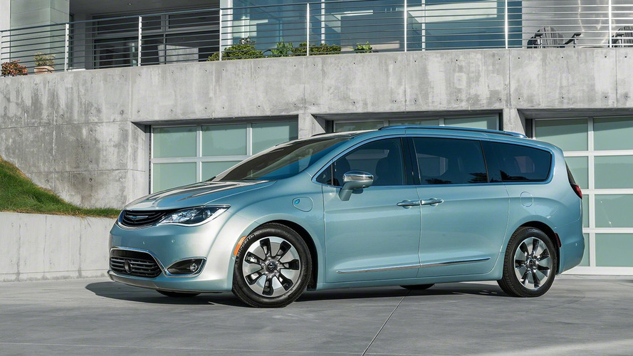2017 Chrysler Pacifica and Pacifica Hybrid