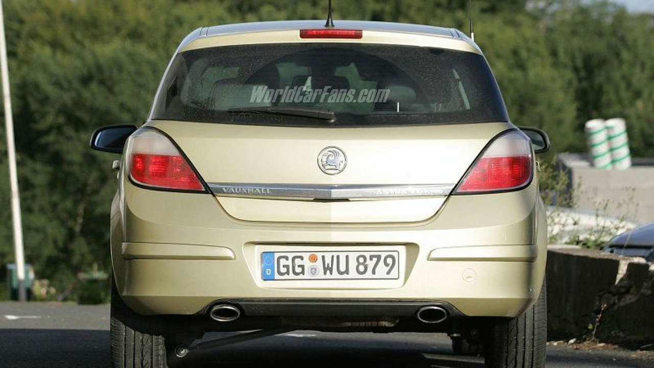 Opel Astra Facelift Spy Photo